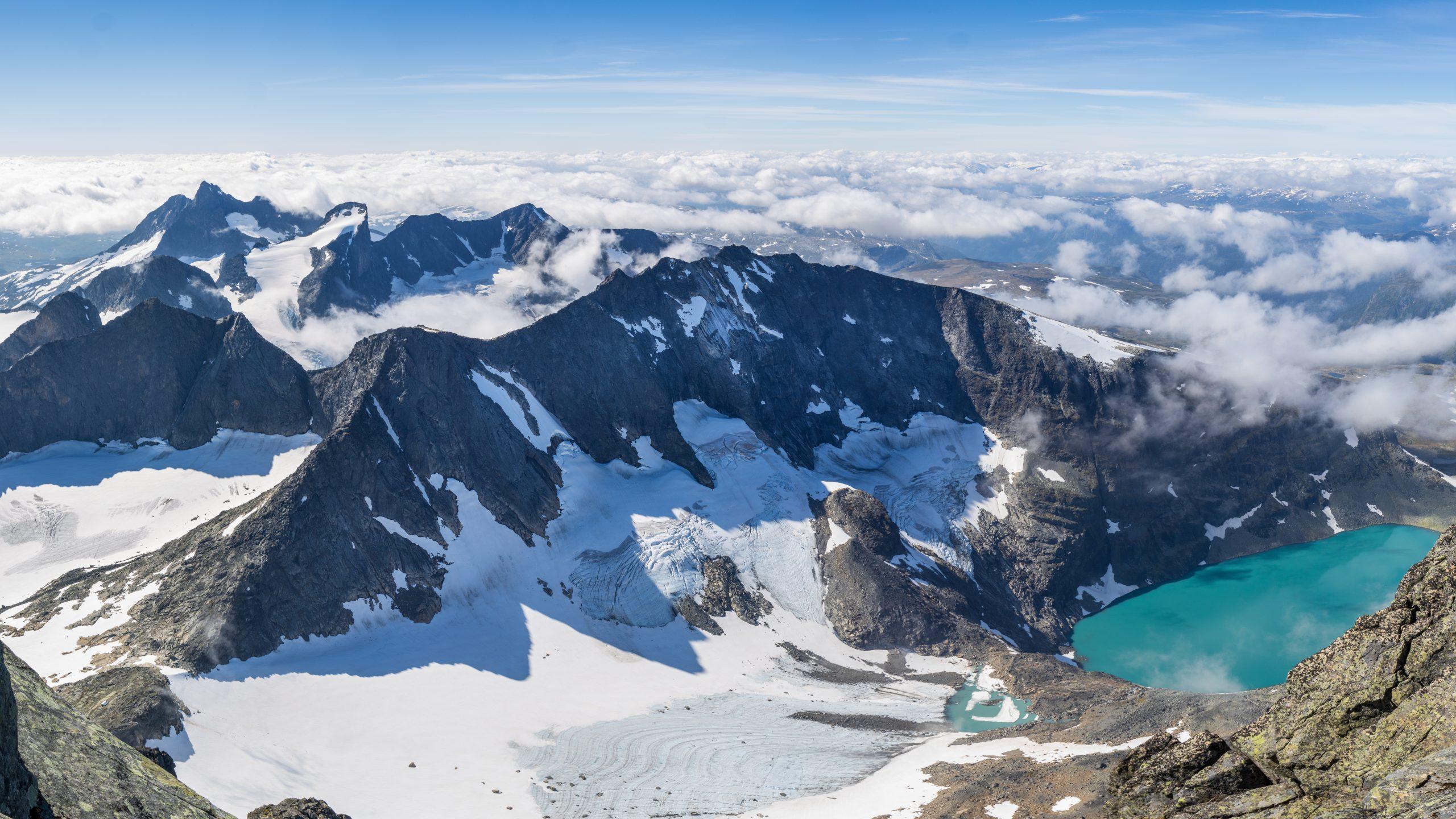 Utsikt fra Store Skagastølstind mot vest.