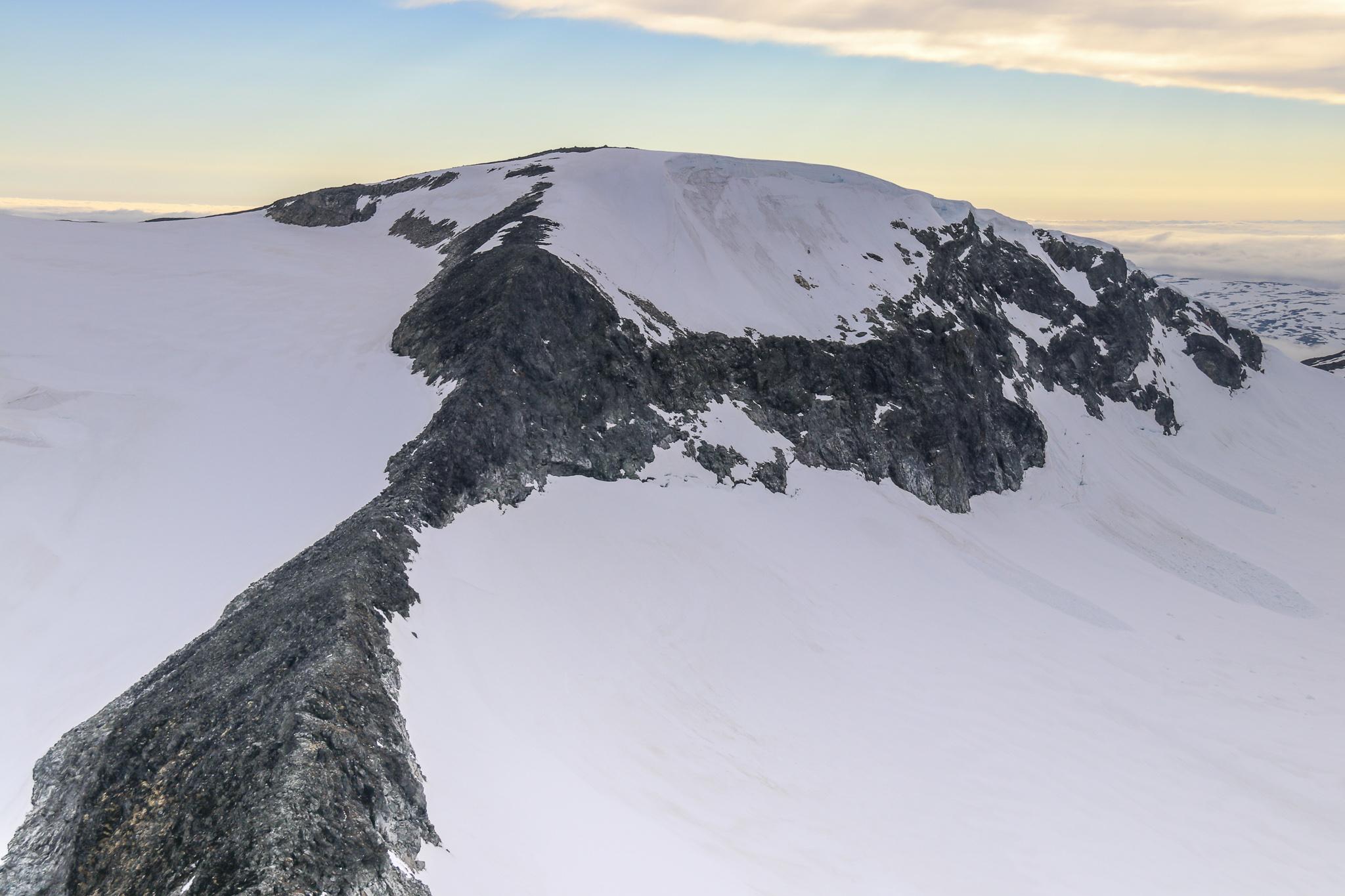 Hurrbreatinden (2.064 moh) sett fra Bakerste Skagsnebb.
