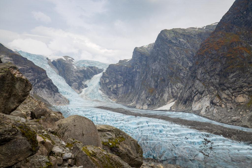 Austerdalsbreen med trefallene Odin- og Torsbreen.