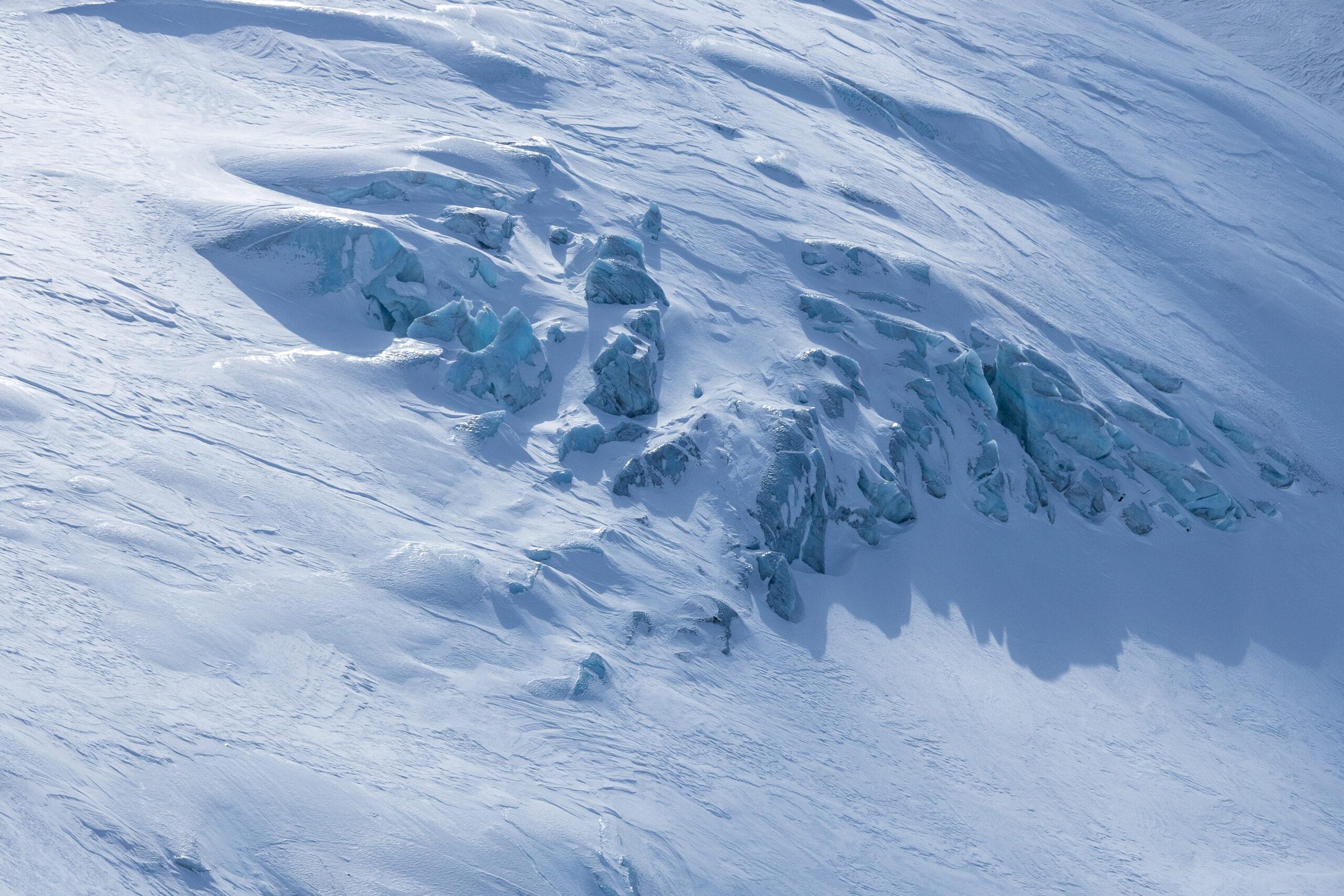 Store deler av turen til Store Ringstinden går over den øvre delen av Ringsbreen.