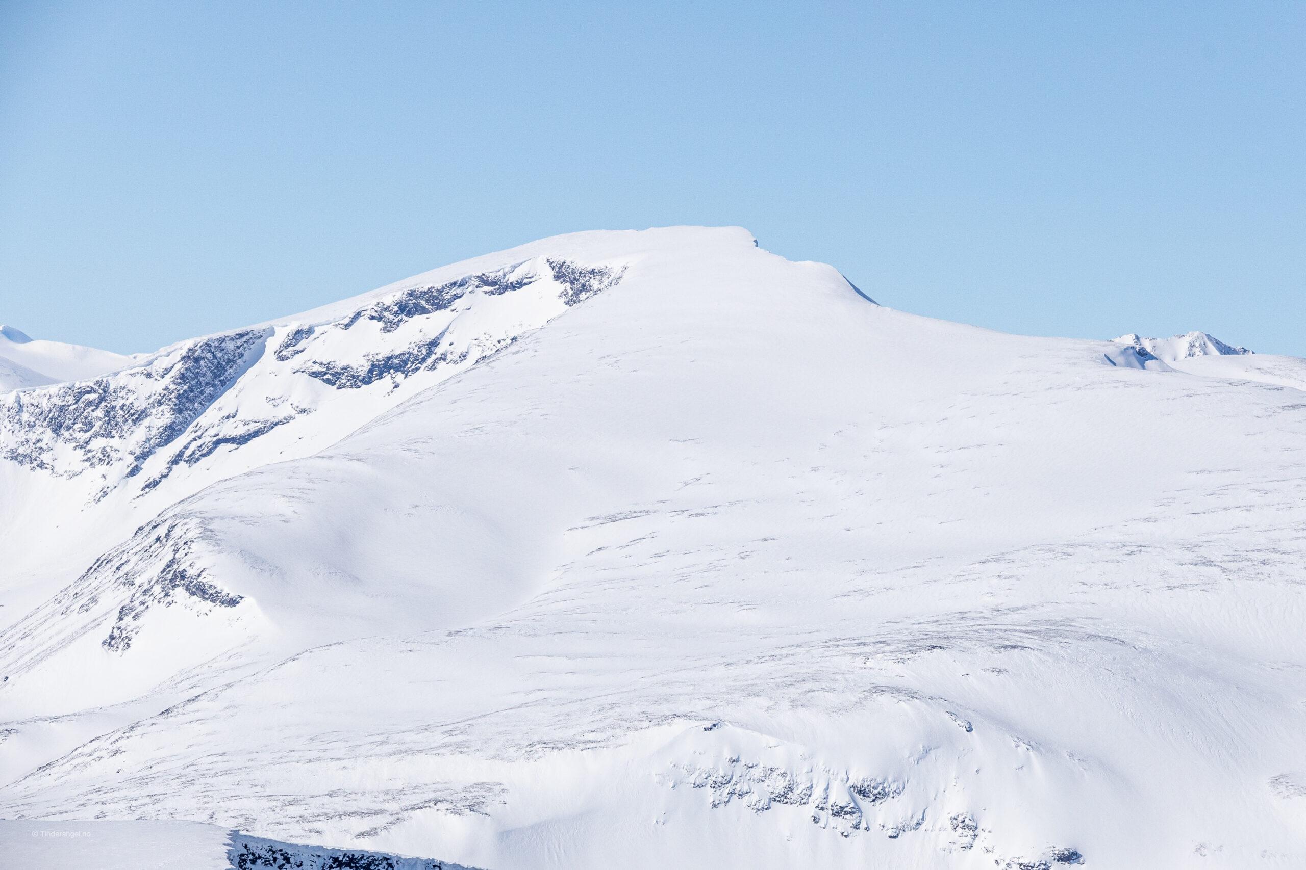 Glittertinden (2.452 moh) sett fra Nautgardstinden i sørøst.