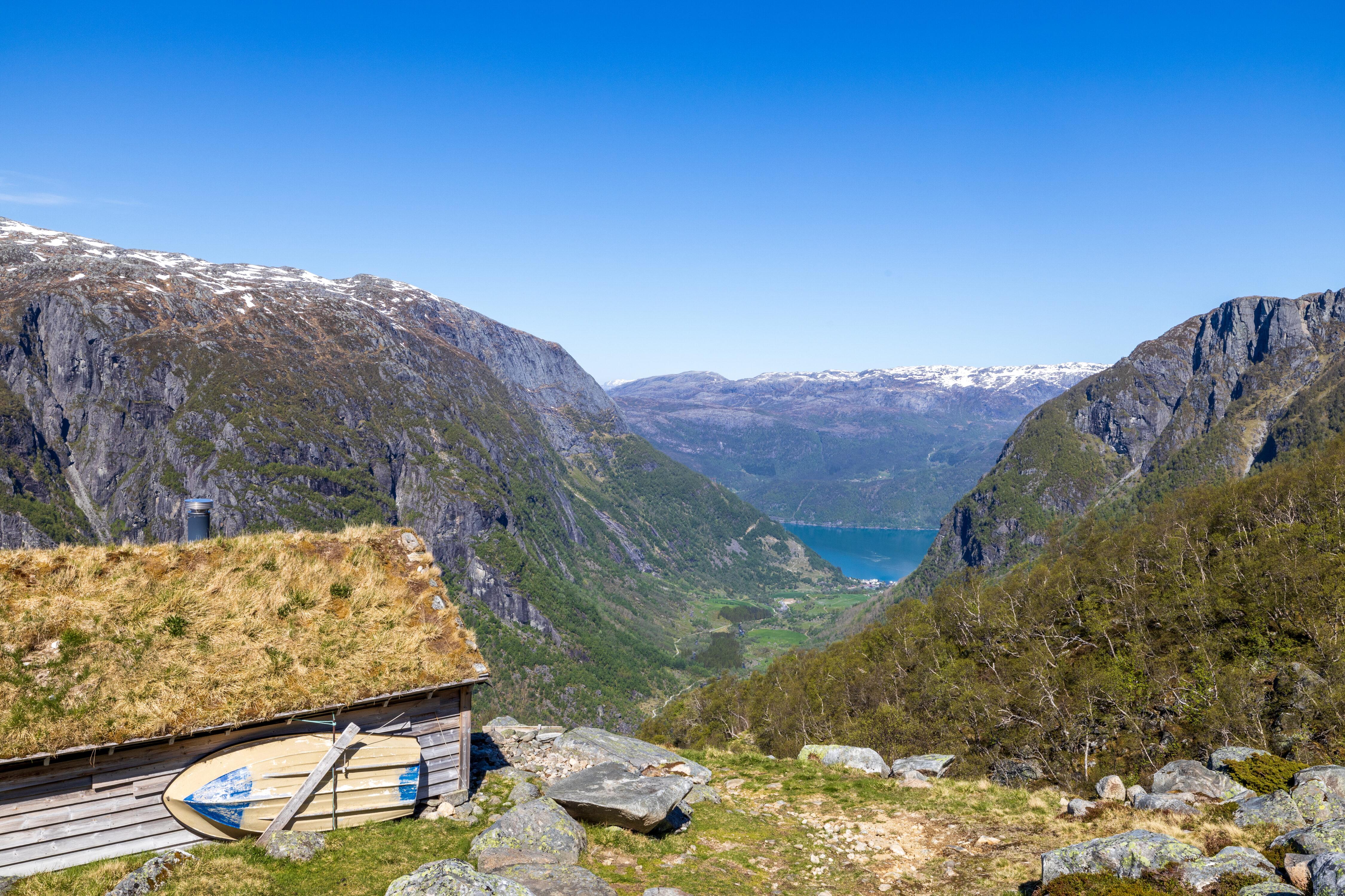 Fra seteren Gardshammar er det flott ustikt ut Bondhusdalen mot Sunndal.
