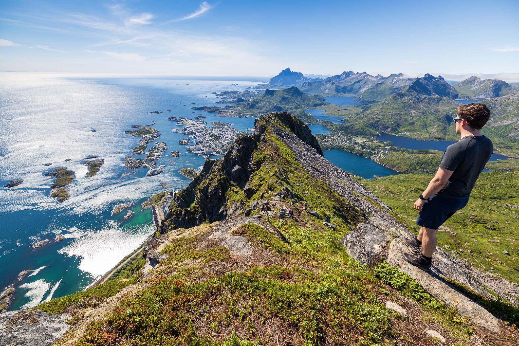 Sørvestryggen sett fra toppen av Fløya.