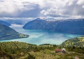 Ytre Lustrafjorden sett fra Molden.