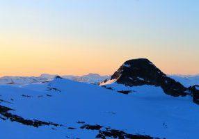 Lodalskåpa (2.082 moh) sett fra Brenibba.