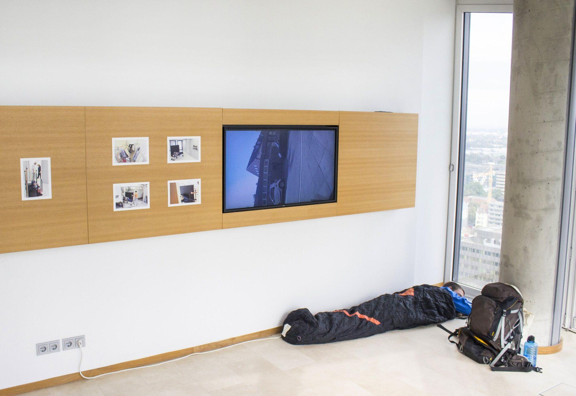 Wahrscheinlich sitzend, performance art, installation view, 2016