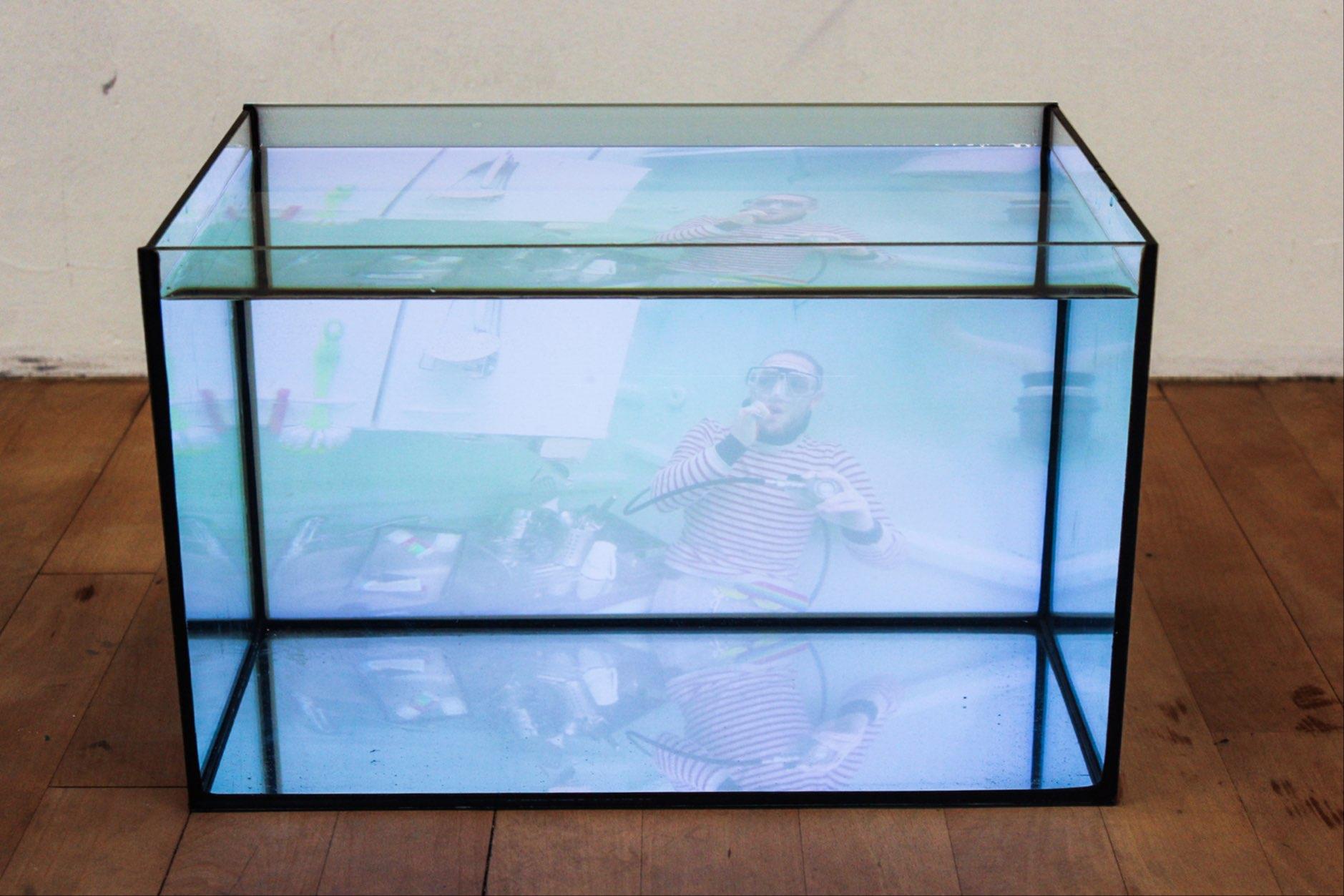 UWE (Unterwasserlebensentwurf - vacuum-edition), exhibition view, video installation, 2019