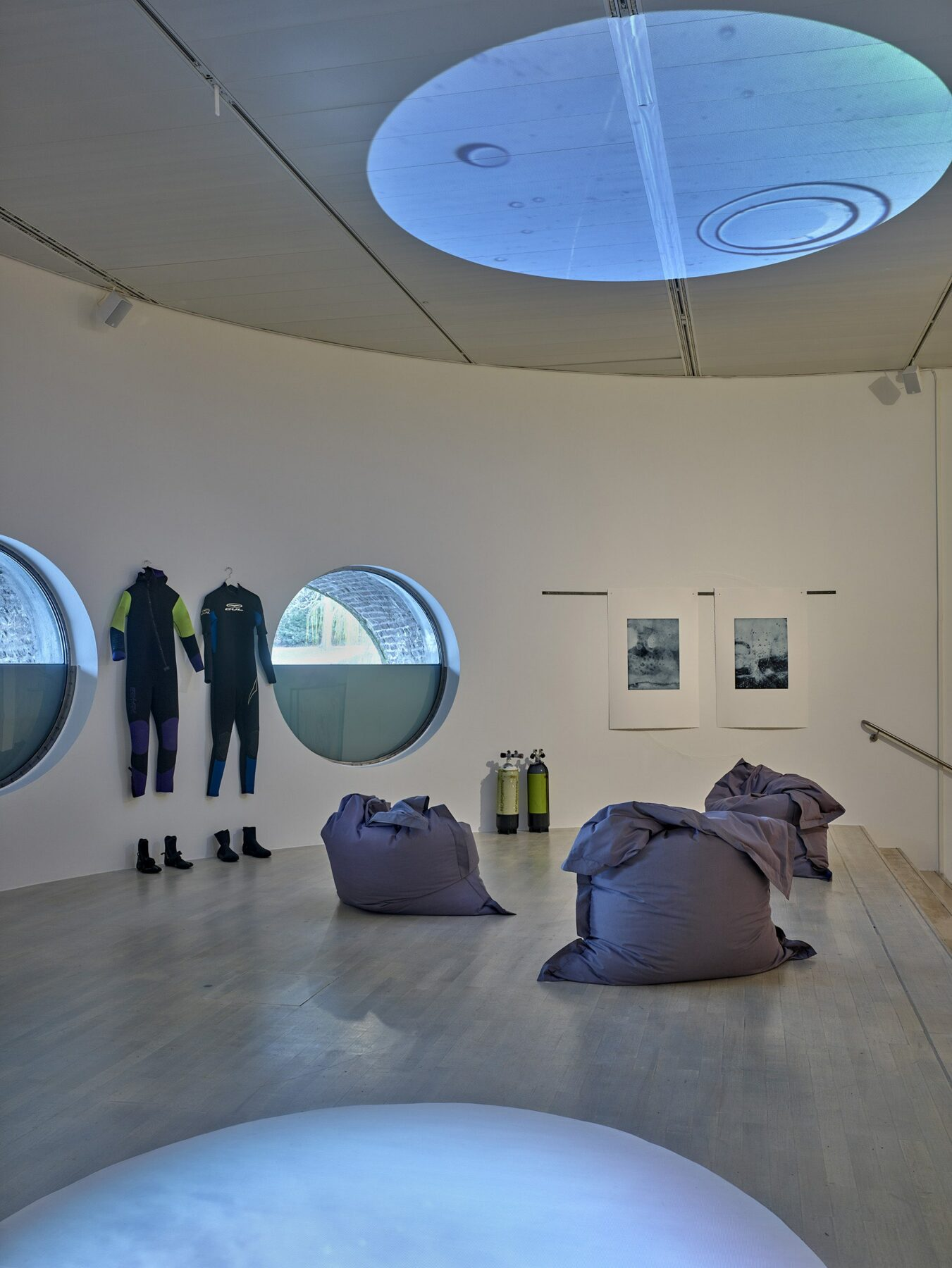 floating circles, exhibition view inside the museum with direct view to the Kaiserteich, 2019, photo: Achim Kukulies