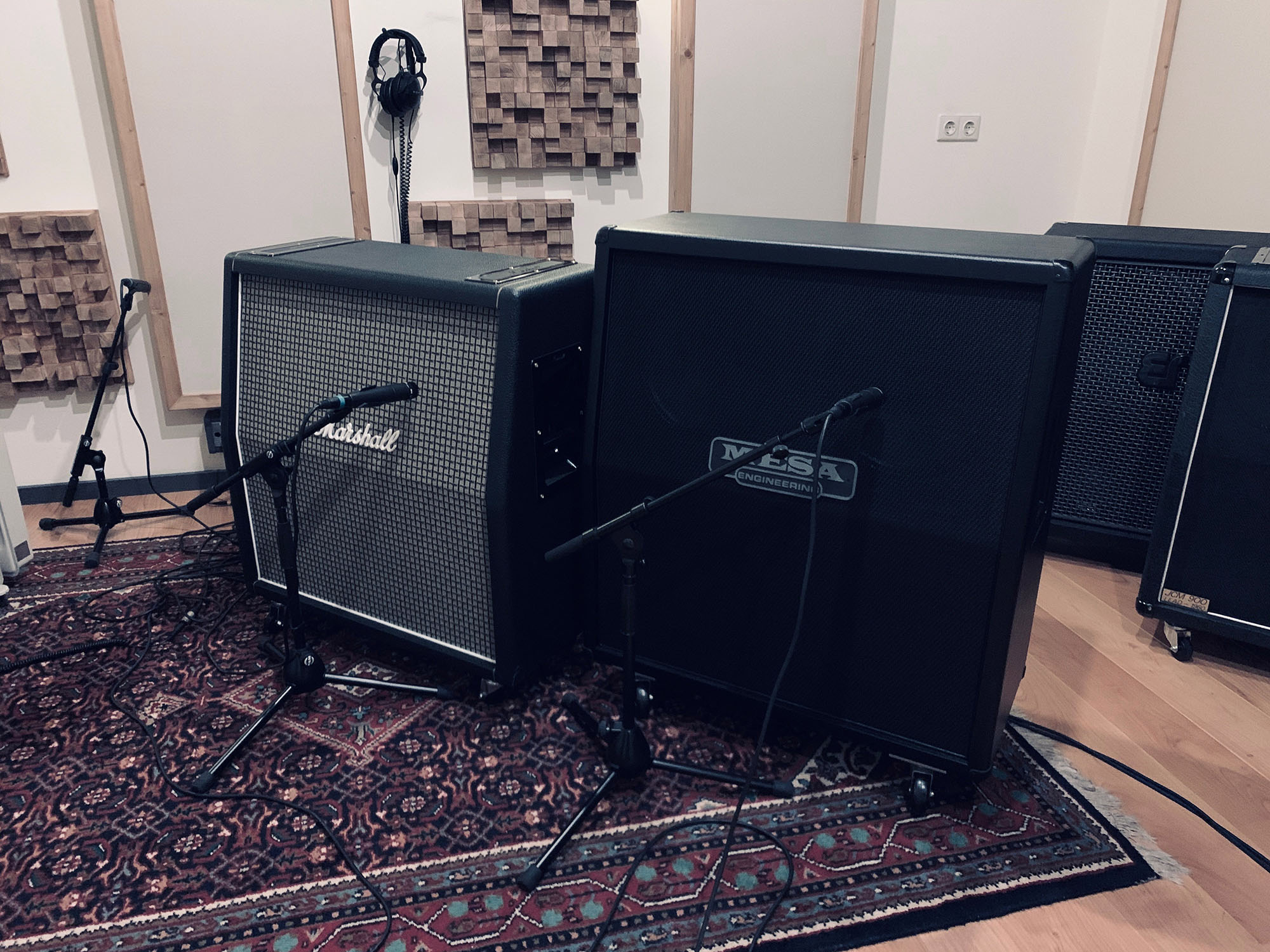 Marshall 1960AX and Mesa Boogie Standard (oversized) at Toneshed Recording Studio