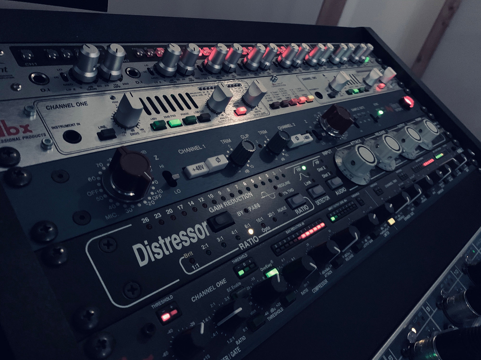 Distressor, Neve 1073, Audient ASP880 and more at Toneshed Recording Studio