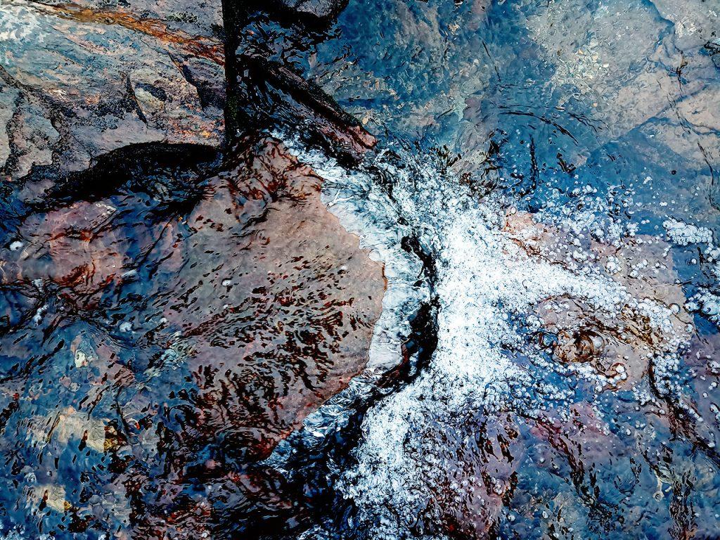kallt friskt fjällbäcksvatten