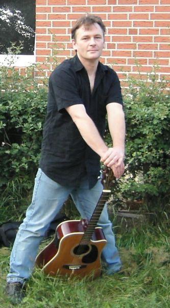 Alleinunterhalter Torsten Q mit Gitarre