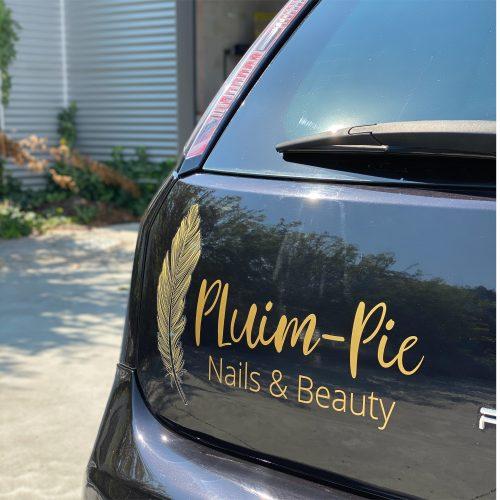 Belettering wagen Pluim-pie nails en beauty