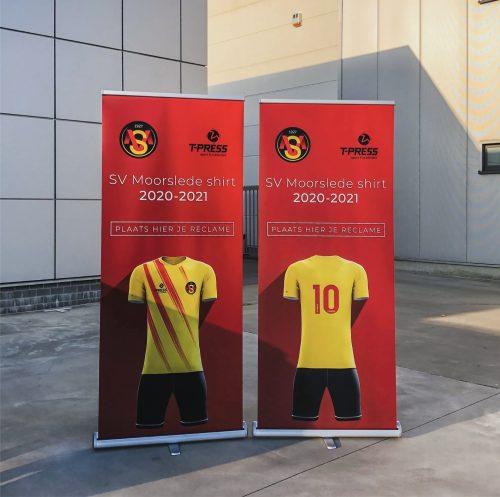 Roll-up banner SV Moorslede met voetbalkleding