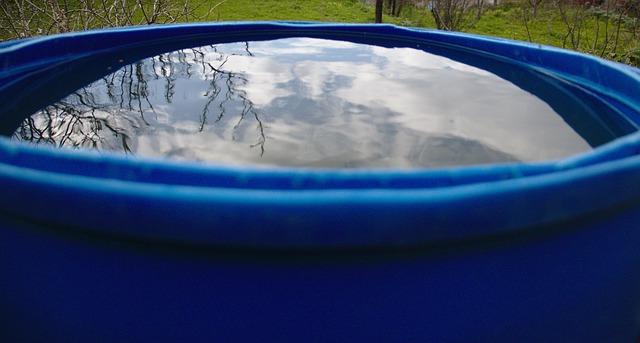 Clean rainwater barrel