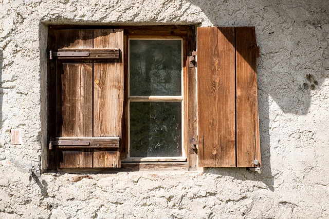 How to open a stuck window more easily?