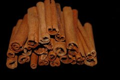 Which insects are attracted to cinnamon?