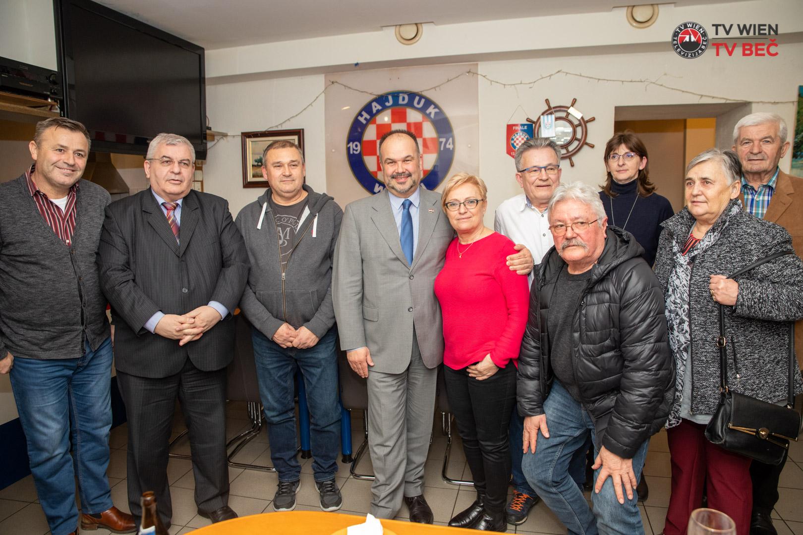 Veleposlanik Daniel Glunčić u posjetu najstarijem hrvatskom sportskom klubu Hajduk u Beču i Austriji