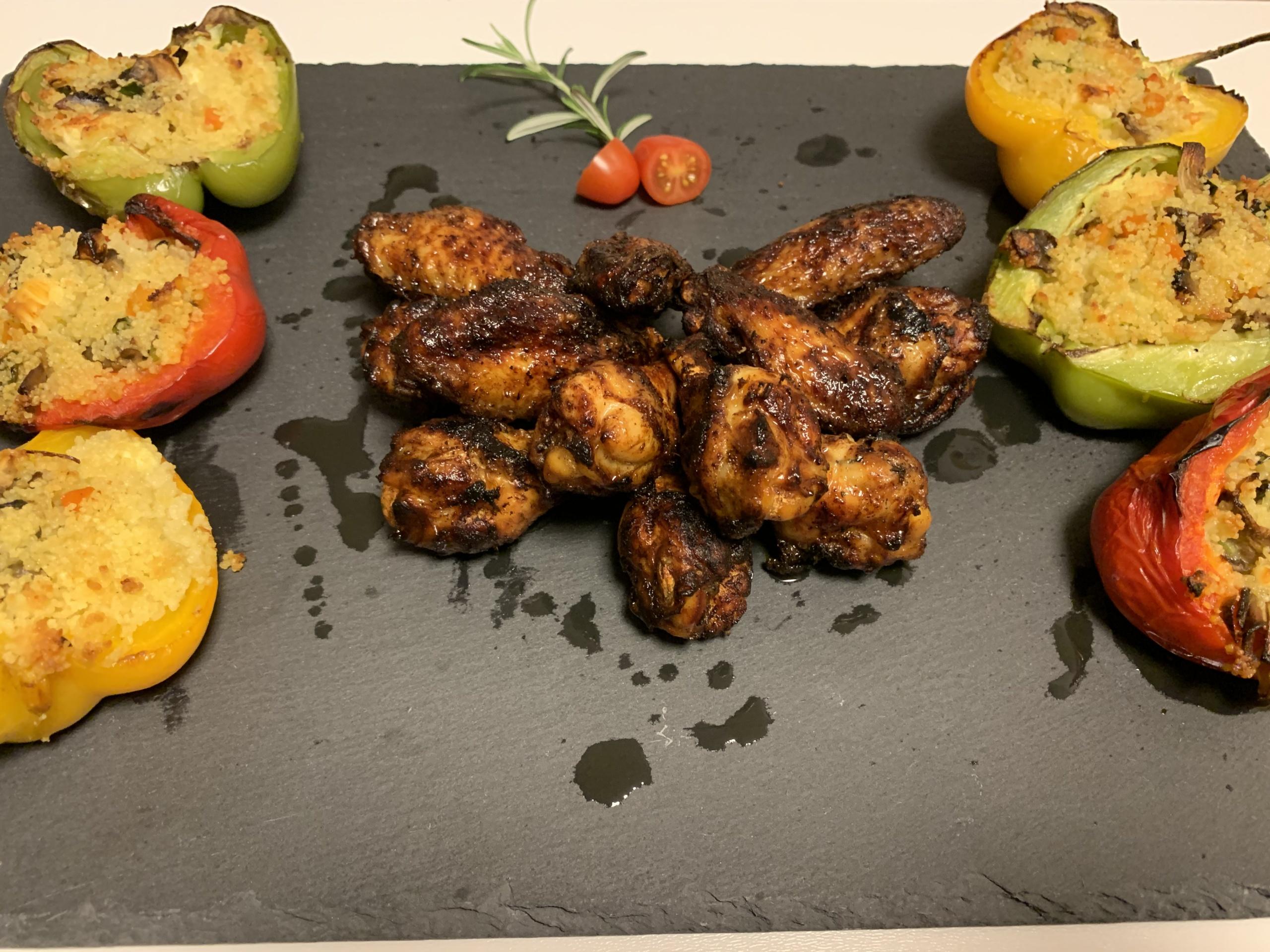 Dadina dobra cucina ! – marinirana pileća krilca i paprike punjene kuskus-om.