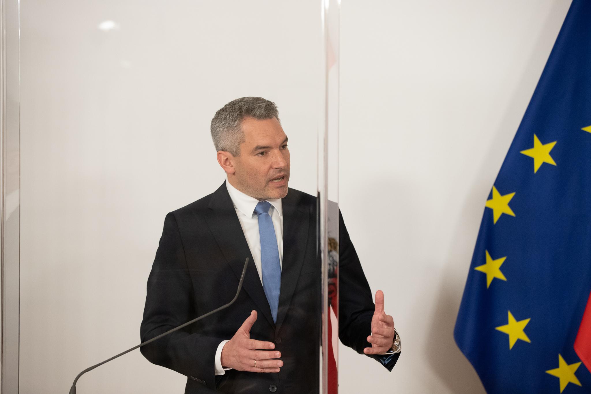 Ministar Nehammer: Austrija ove godine očekuje 30.000 ilegalnih migranata