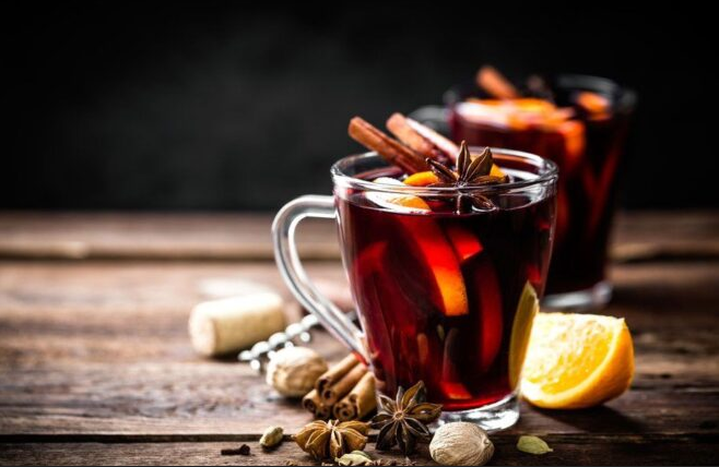 OMILJENI ZIMSKI NAPITAK: Ovim trikom poboljšat ćete okus kuhanog vina!