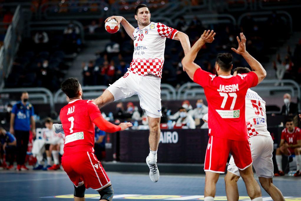 Ozbiljna Hrvatska upisala novu pobjedu na rukometnom SP-u; naše rukometaše nije omeo ni iznenadni ulazak 'uljeza' u teren
