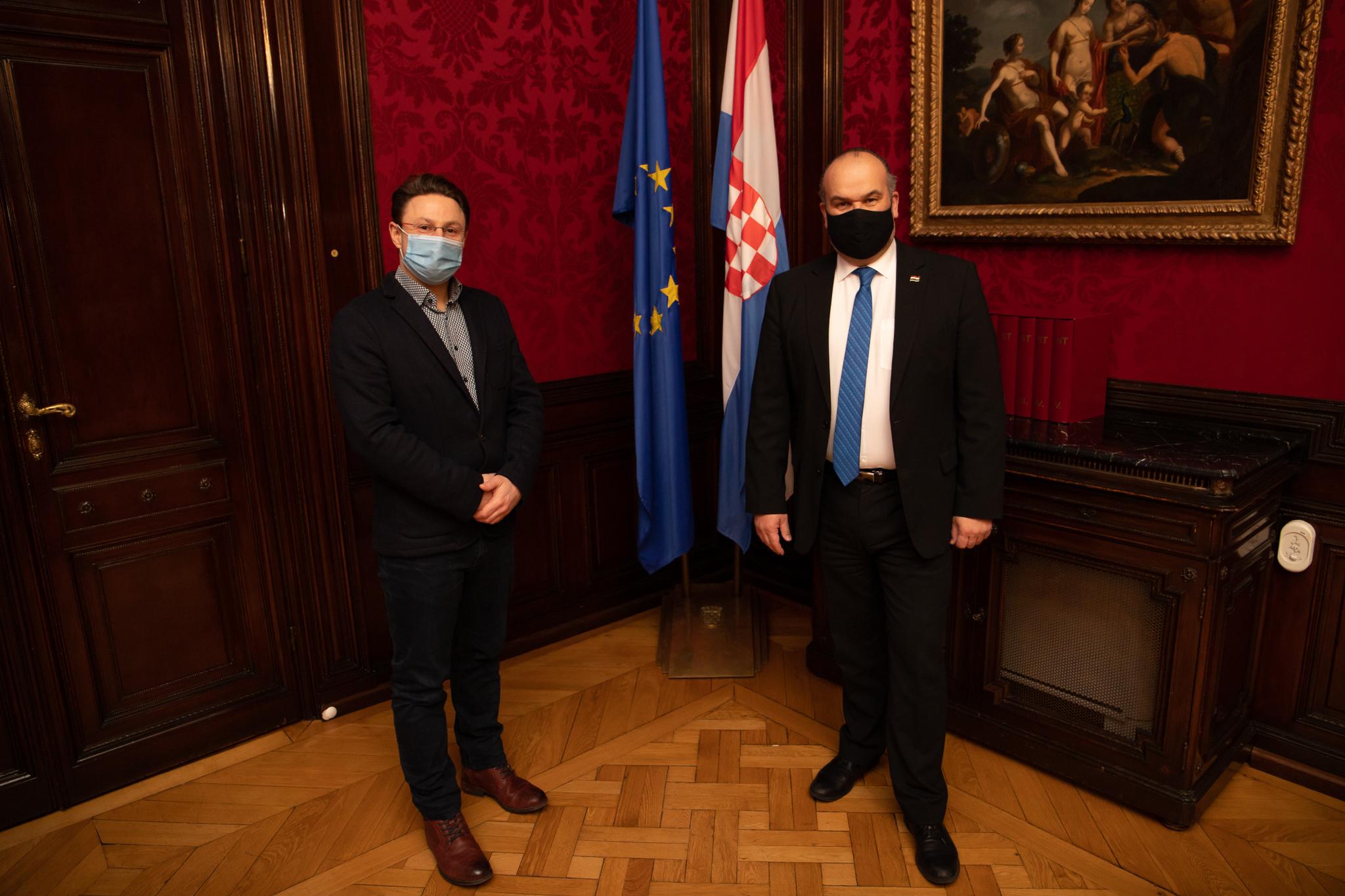 Tema s razlogom : Hrvatske njegovateljice u Austriji