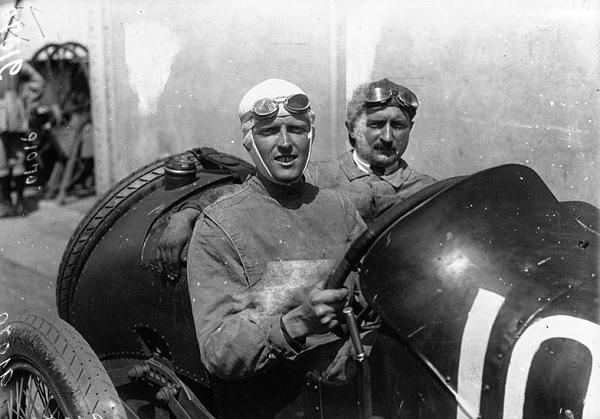 Henry Segrave 29. ožujka 1927. postigao svjetski brzinski rekord: 327,97 km/h