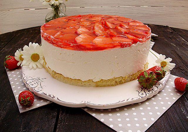 BEZ PEČENJA! TORTA OD JAGODA ZA 10 MINUTA: Smjesta je isprobajte! Oduševit će vas okusom