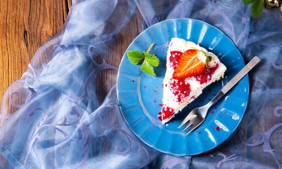 Osvježava, a gotov je u tren oka jer se ne peče: Cheesecake s jagodama postat će vaš omiljeni desert ovog proljeća