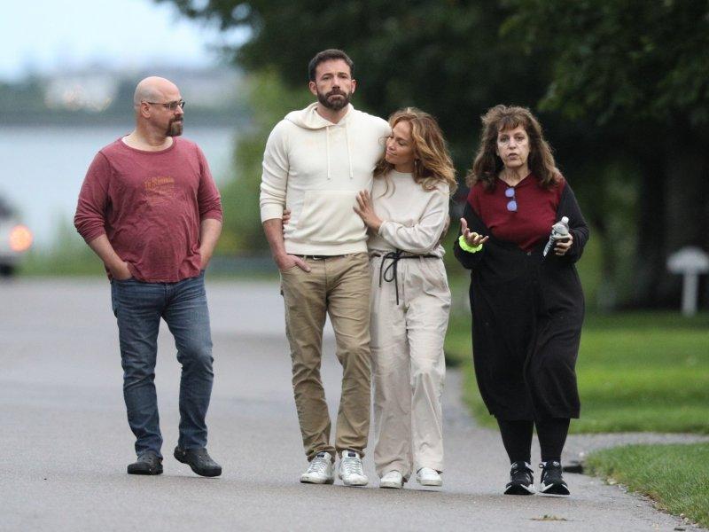 To mora da je ljubav: Ben Affleck i Jennifer Lopez zagrljeni u romantičnoj šetnji