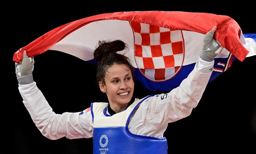 Hrvatska ima prvo olimpijsko zlato! Senzacionalna djevojka iz Knina Matea Jelić u fantastičnom meču nakon ludog preokreta ispisala povijest