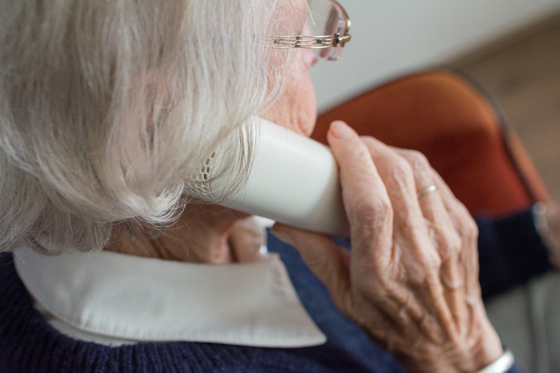 Beč uveo telefonsku liniju za usamljene osobe
