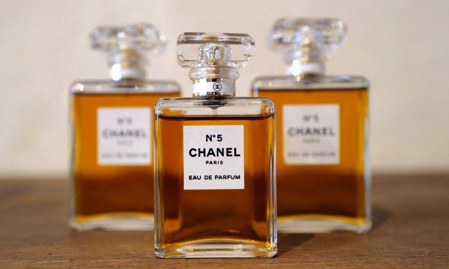 Chanel No. 5 je ponosni stogodišnjak, a ova mirisna uzdanica za okrugli rođendan dobila je poklon koji će joj osigurati svijetlu budućnost
