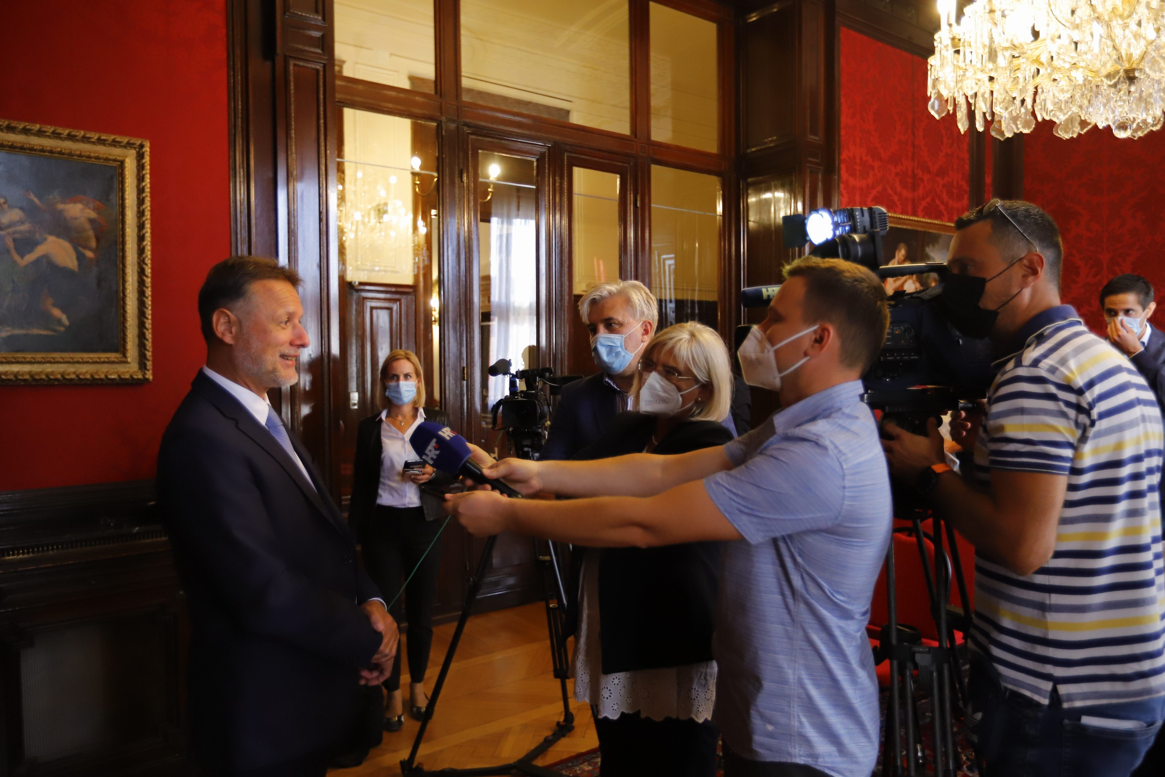 JANDROKOVIĆ SA KURZOM U BEČU: Nakon susreta s austrijskim kancelarom, predsjednik Hrvatskog sabora je u Veleposlanstvu pozdravio austrijske Hrvate