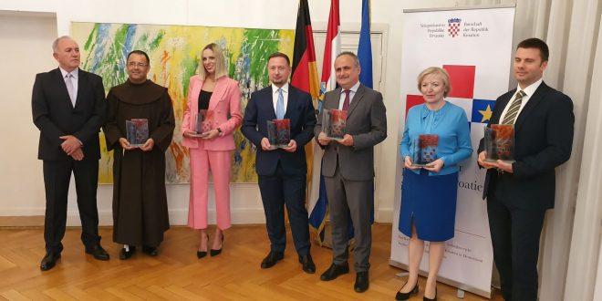 DODJELA VEČERNJAKOVIH DOMOVNICA 2021. U BERLINU: Priznanja onima koji kroz svoj rad predstavljaju i Hrvatsku