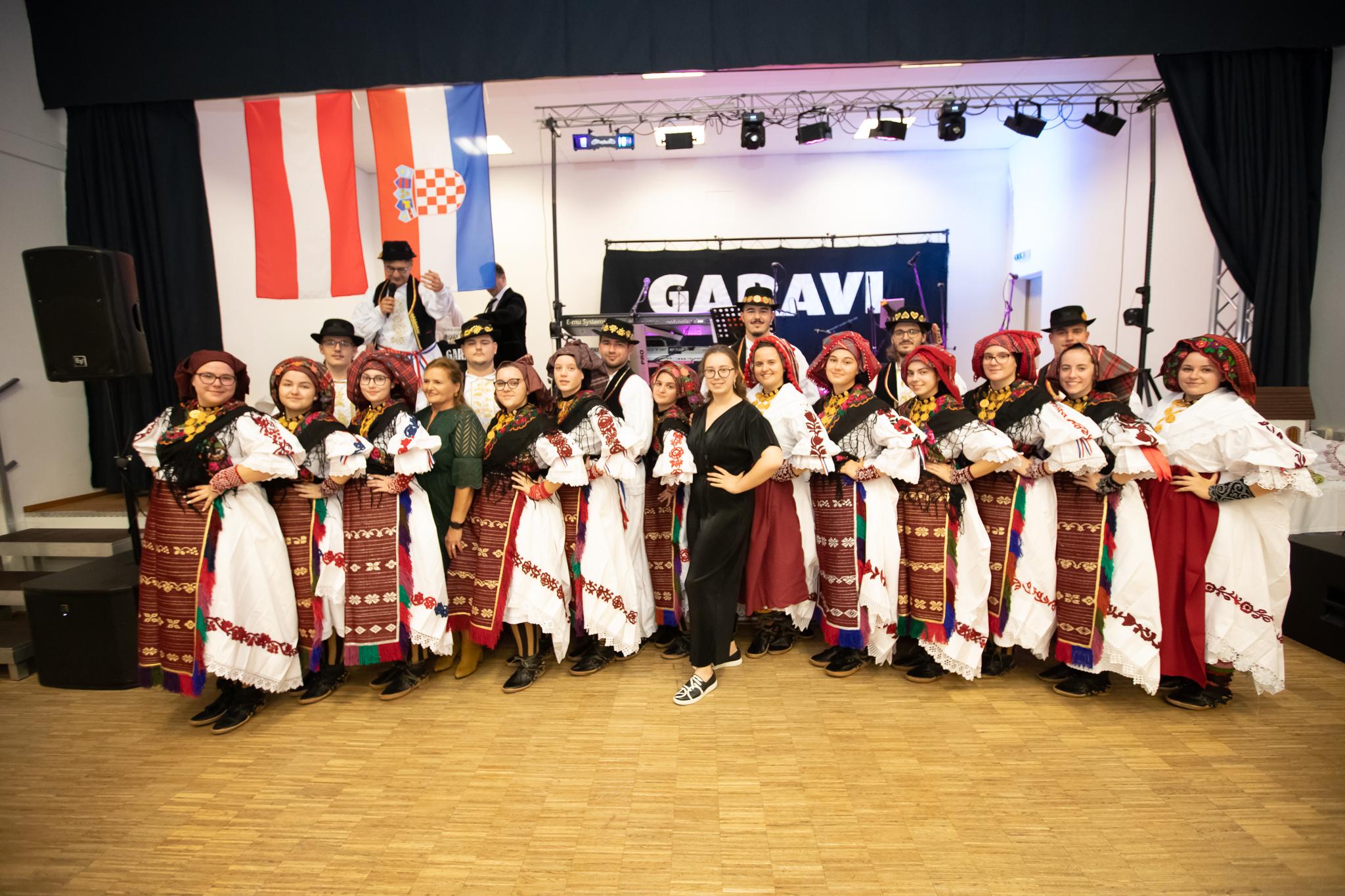 4. Slavonska večer u organizaciji KUD-a Tkanica Linz – foto galerija