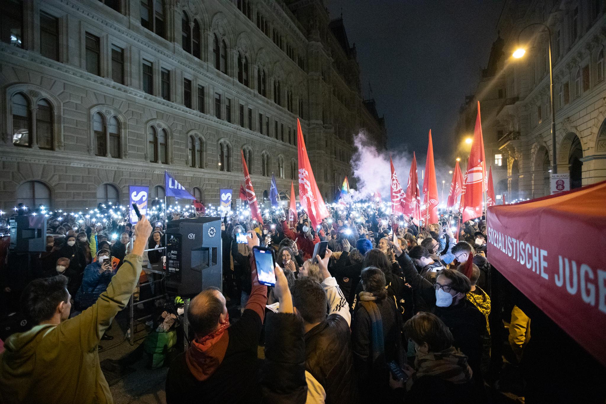 """Više stotina ljudi na prosvjednima pred centralom """"narodnjaka"""" u Beču traži Kurzovu ostavku"""