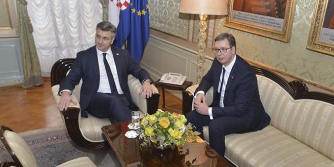 Plenković zatražio Vučića da riješi pitanje udžbenika u kojem se negira postojanje hrvatskog jezika