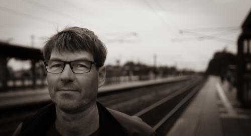 foto af Bjarne Ledet Larsen ved et banelegeme