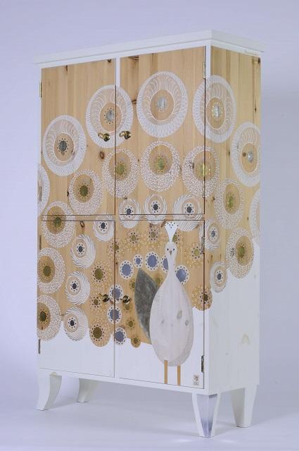 white storage cabinet- Pauwenparade 3