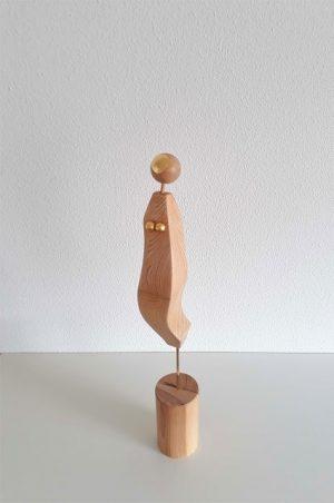 abstract houten beeldje-Over the moon