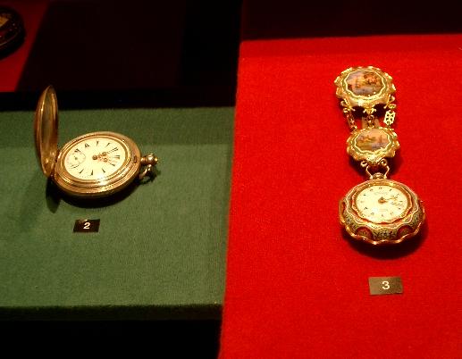 Till höger: Markwick Markham Perigal, c:a 1780. Ur i 18k guld för den turkiska marknaden. Urverket är endast 21 mm i diameter.