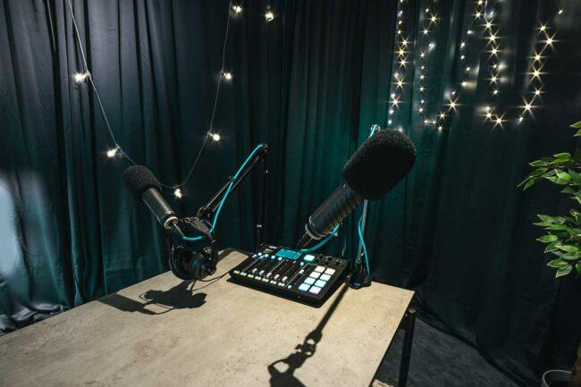 podcast udstyr - lej et studie af v2 social