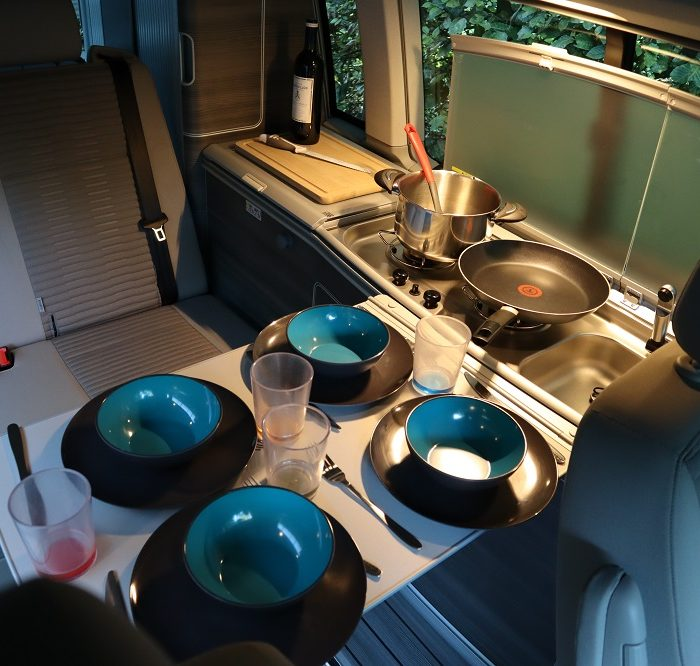 van-amenage-vw-california-table-repas
