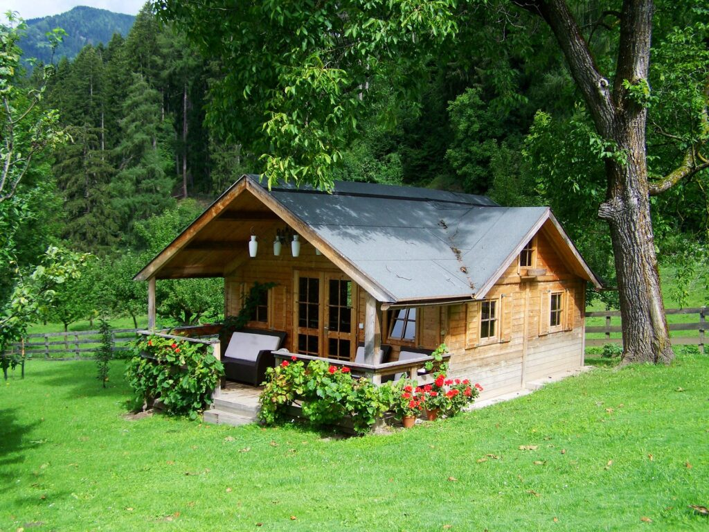 small wooden house 906912 1920