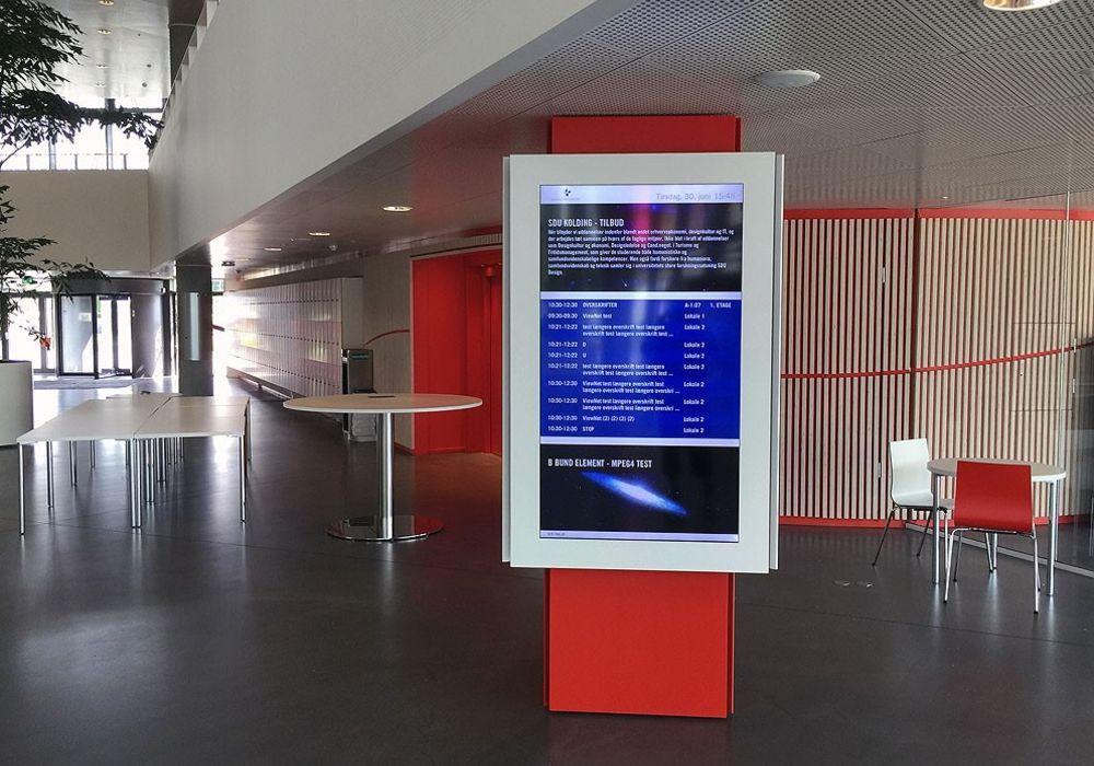 LCD infoskærm designet til at give besøgende et overblik og vise vej