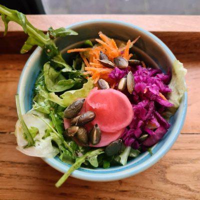 vegan salade, roze salade