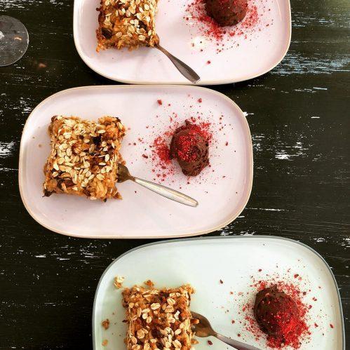 vegan dessert, frambozencrumbel, vegan brownie