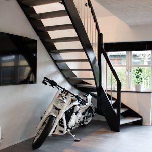 Trætrappe i eg, kvartsvingstrappe